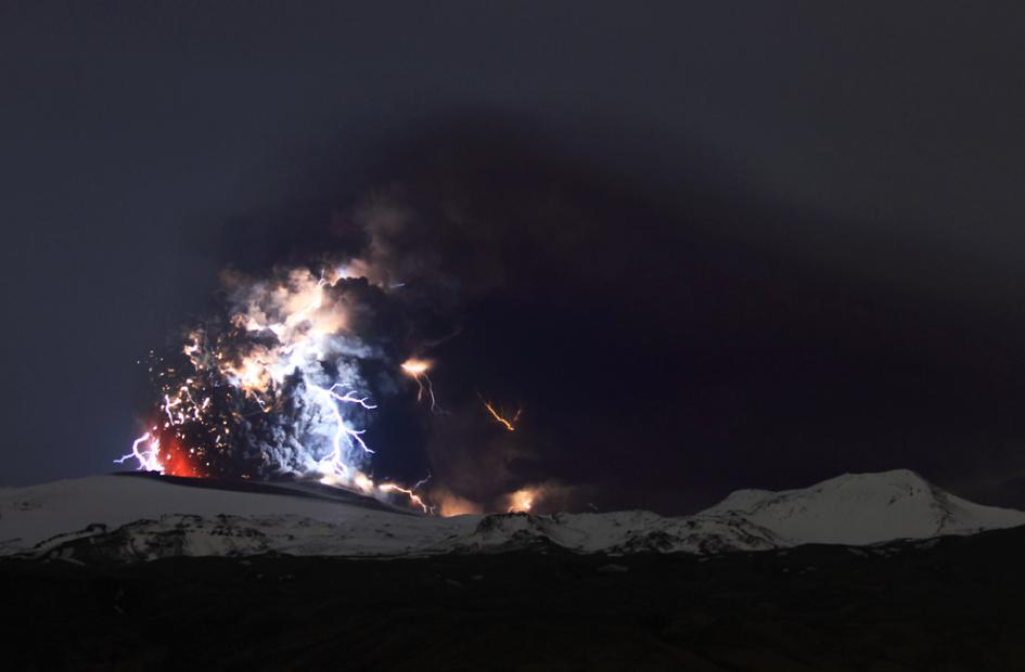 Iceland Volcano Pictures Lightning Adds Flash To Ash - 17 incredible photos of volcanic lightning