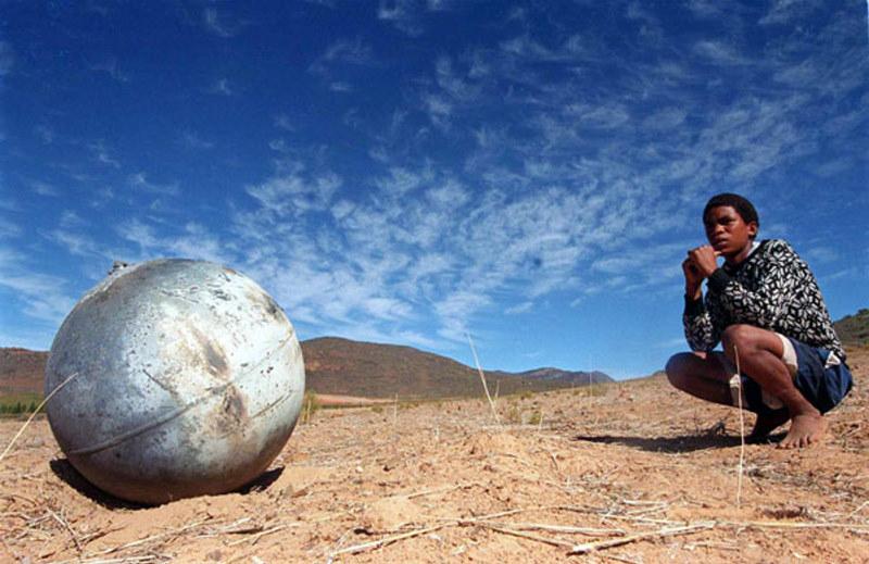 Space-debris-A-metal-ball-001.jpg