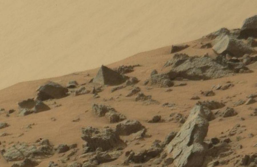 Mars 76 - A Pyramid Found on Mars?