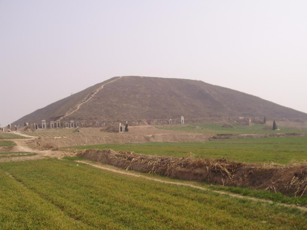 "The image ""http://www.thelivingmoon.com/43ancients/04images/Pyramid/China/Photos/China_Pyramid_Yalip_960374.jpg"" cannot be displayed, because it contains errors."