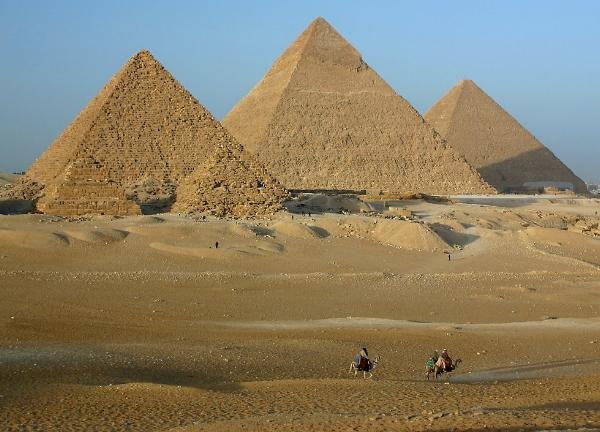 GizaPyramids_sm.jpg