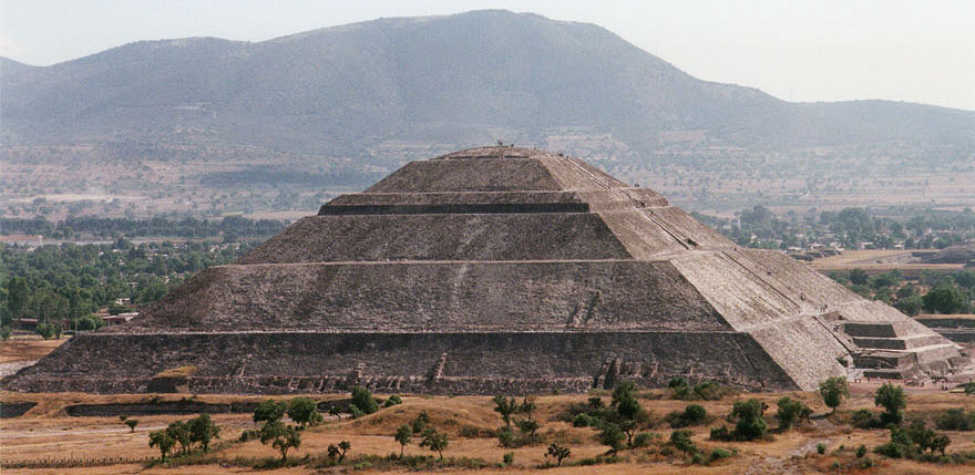 http://www.thelivingmoon.com/43ancients/04images/Pyramid/Pyramid_of_the_Sun_900.jpg