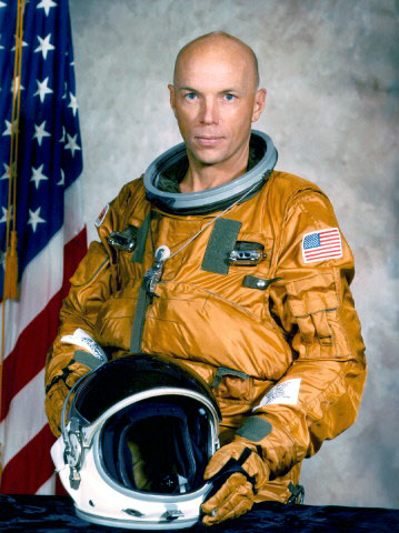 which astronaut remained in the space for the longest period of time - photo #15